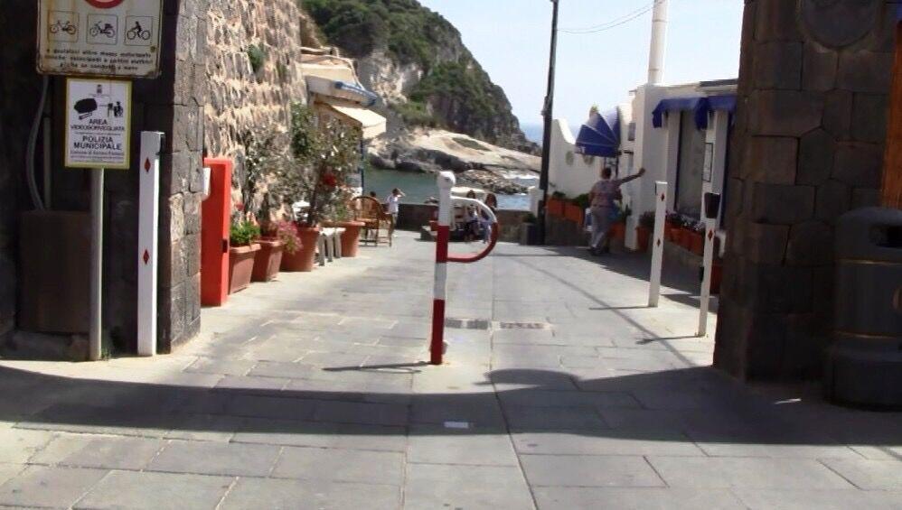 Ischia turista muore ambulanza bloccata