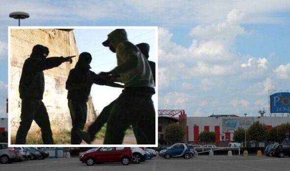 ragazzi rapina aggrediti porte di napoli casalnuovo acerra