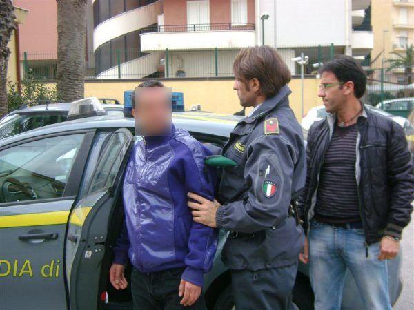 guardia di finanza arresti torre annunziata 27 settembre