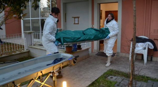 riposto donna trovata morta