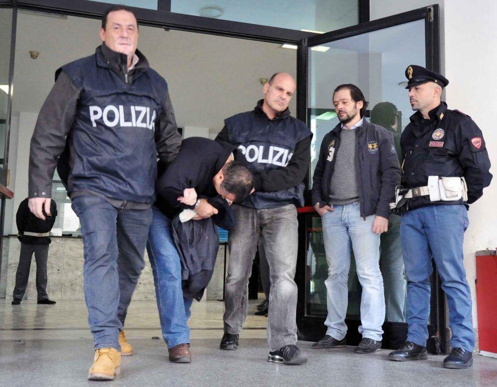 polizia arrestato torre del greco strangola moglie