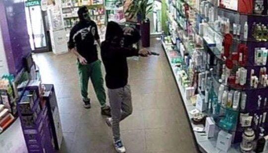 rapina farmacia caivano arresti 15enni