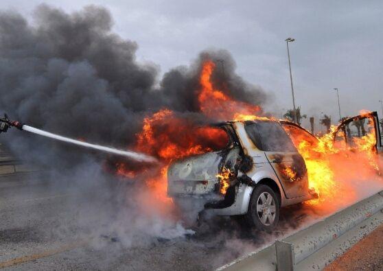 morto carbonizzato auto in fiamme catania
