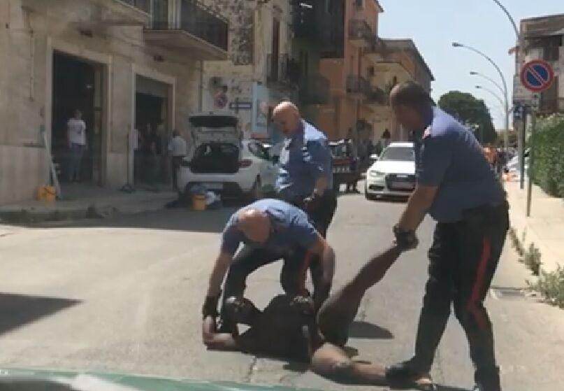 nudo in strada arrestato sant'antimo