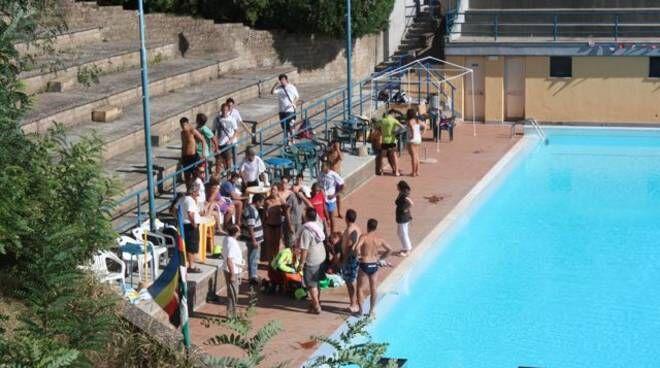lucca malore in piscina