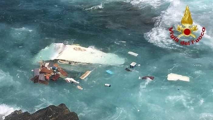 La barca si ribalta morti tre bambini