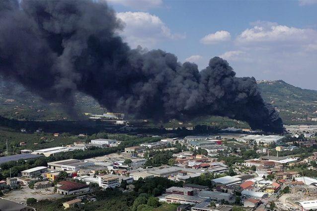 incendio avellino conseguenze salute rischi disastro ambientale