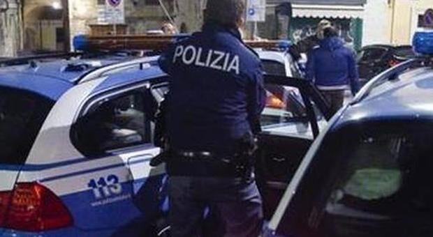 napoli si fingono poliziotti