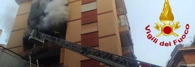 napoli casa in fiamme
