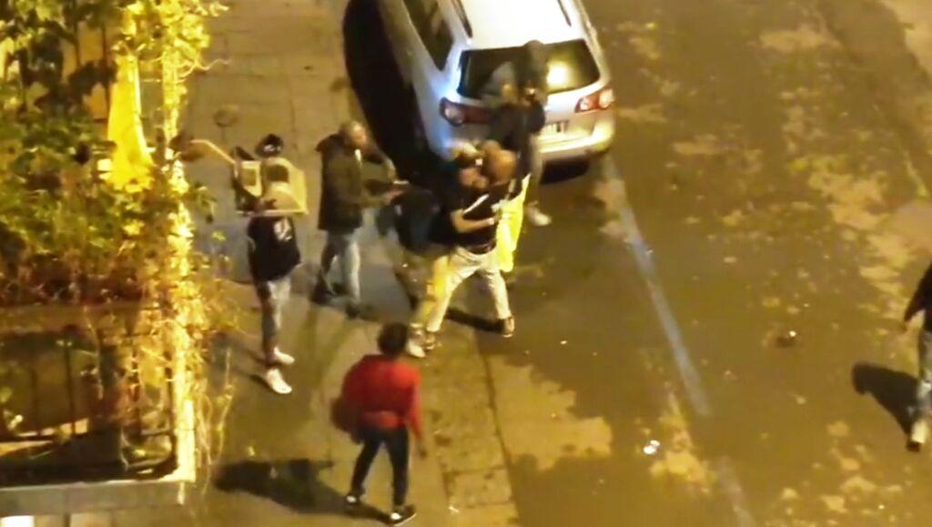 rissa parcheggiatori abusivi napoli via mille