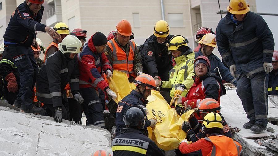 terremoto albania pompieri italiani