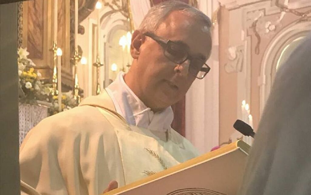 michele mottola diocesi aversa sospensione