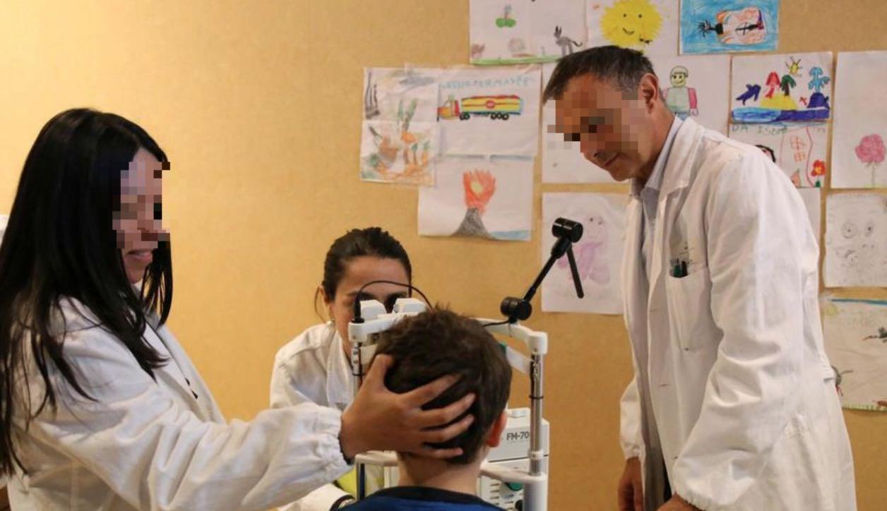 bambini operazione vista