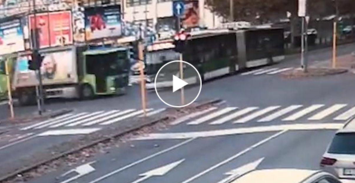 incidente milano filobus camion