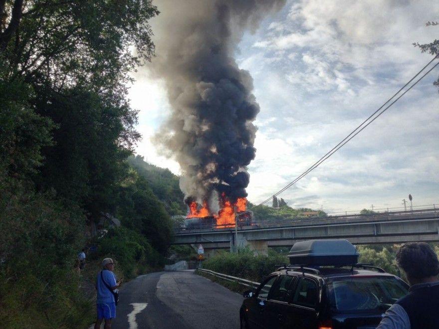 Genova Incendio Strada a Mare Guido Rossa