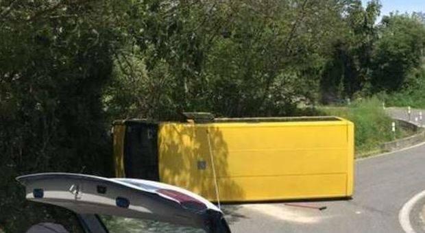 autobus precipita torrente morti bimbi
