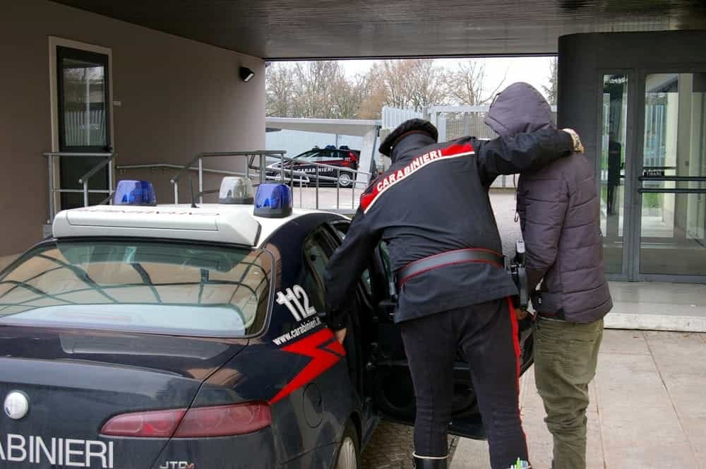 ladri auto arrestati casandrino