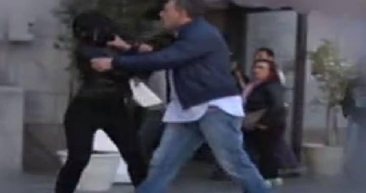 picchia ex padula bloccato carabinieri