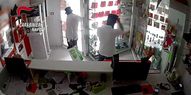 quarto furto smartphone arresti