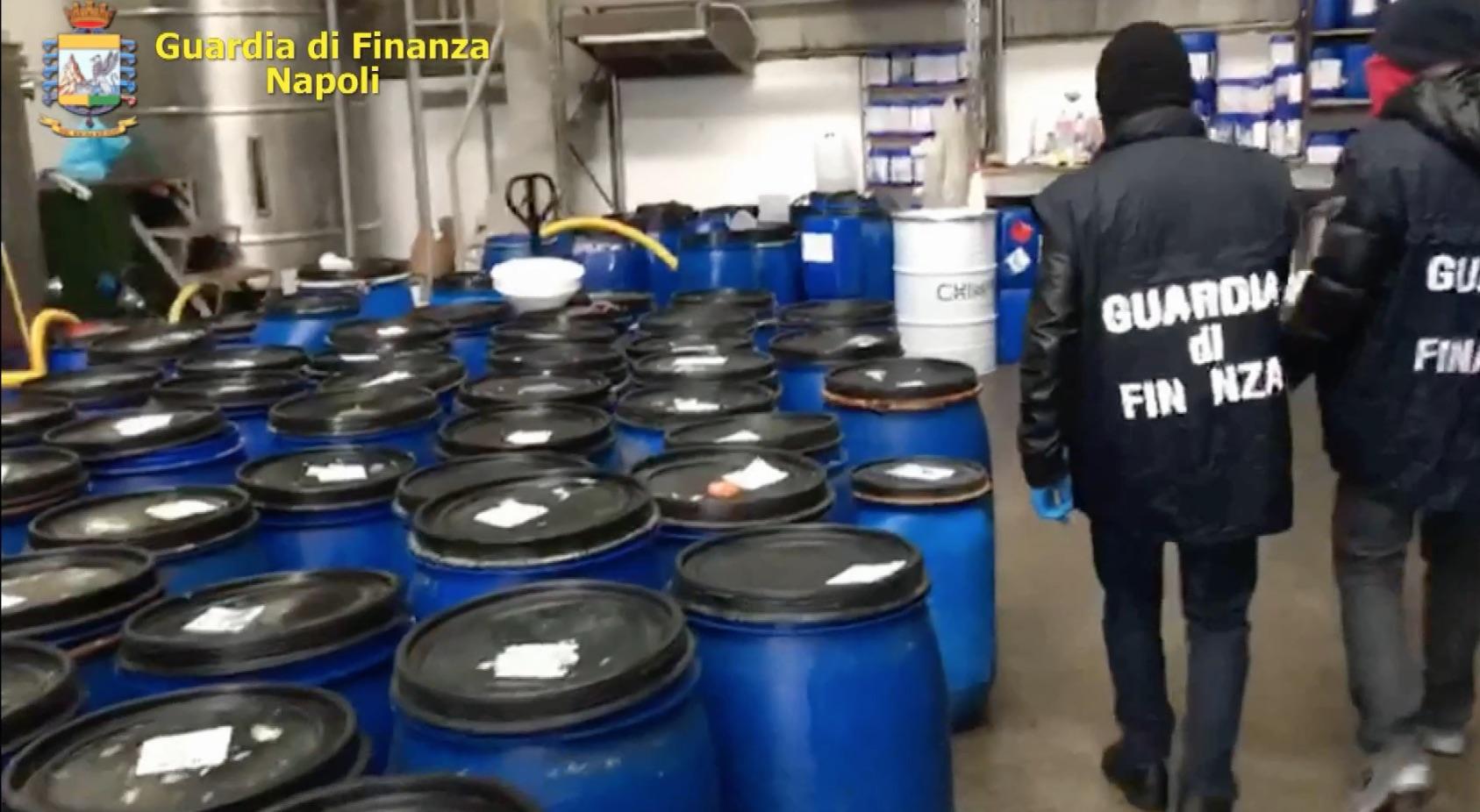 fabbrica igienizzanti coronavirus frattamaggiore sequestro guardia di finanza