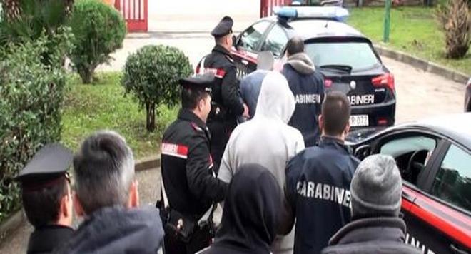 arresti carabinieri negozio alimentari frattamaggiore