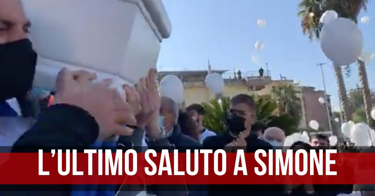 Funerali Simone 19enne ucciso Casalnuovo
