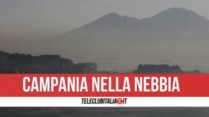 Napoli e provincia si svegliano avvolte dalla nebbia fitta: si registrano disagi
