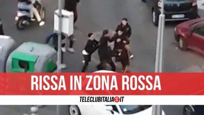 Napoli    altro che zona rossa    rissa e assembramenti in piazza  Il video