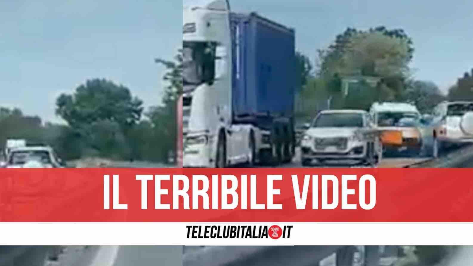 auto contromano incidente video