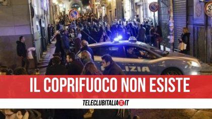 Campania, il coprifuoco non c'è: migliaia in strada. Risse e accoltellamenti