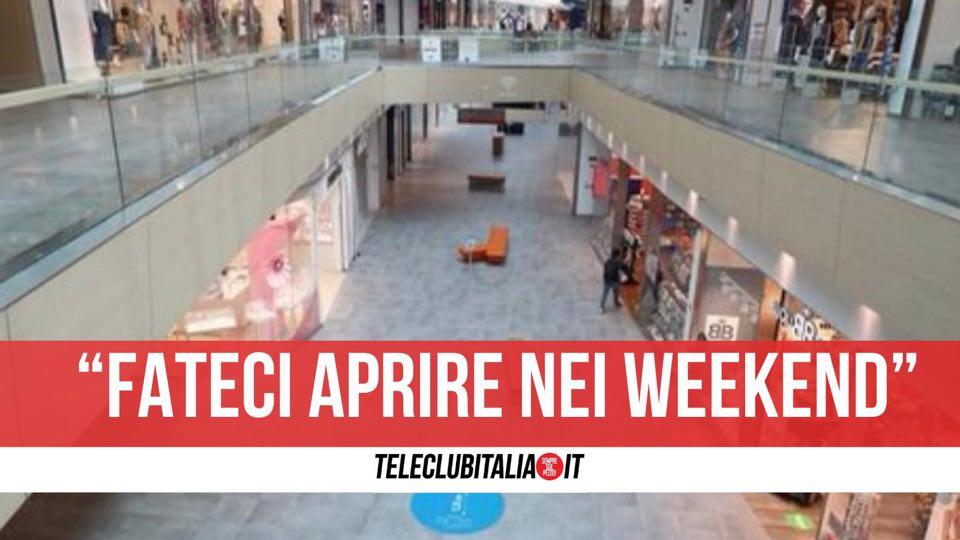 protesta centri commerciali weekend chiusura campania