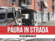 ambulanza prende fuoco in strada