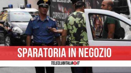Panico a Somma Vesuviana, sparatoria in una rivendita di frutta: 59enne ferito