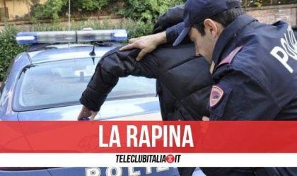 Napoli, sequestra automobilista in auto e lo rapina: arrestato 27enne. Il nome