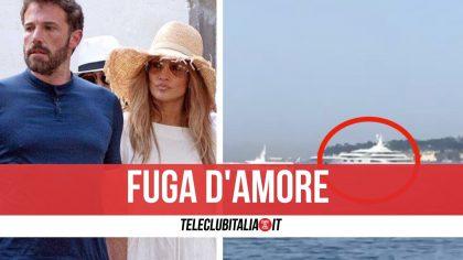 Lo yacht di Jennifer Lopez e Ben Affleck è a Napoli: continua la vacanza romantica in Campania