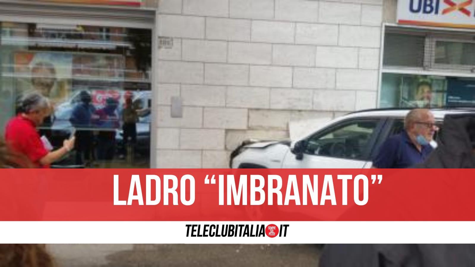 auto contro muro ladro denunciato napoli via acton