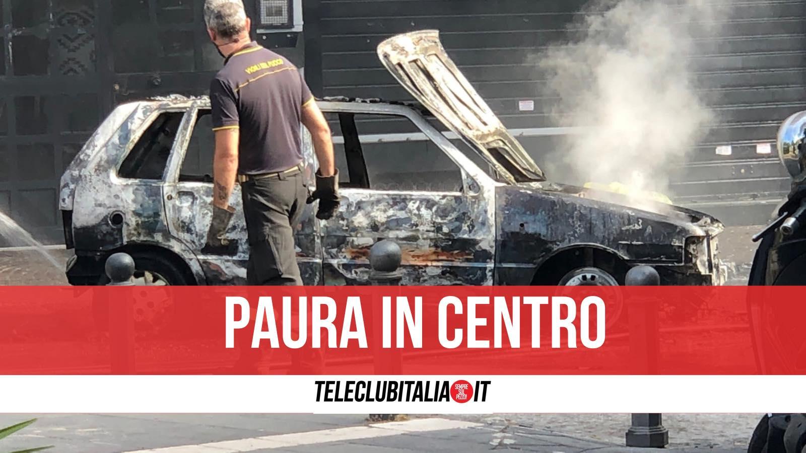 auto in fiamme giugliano centro