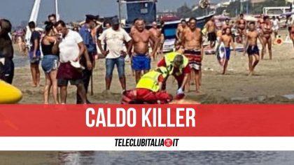 Salerno, caldo killer: uomo muore in spiaggia davanti agli occhi della moglie