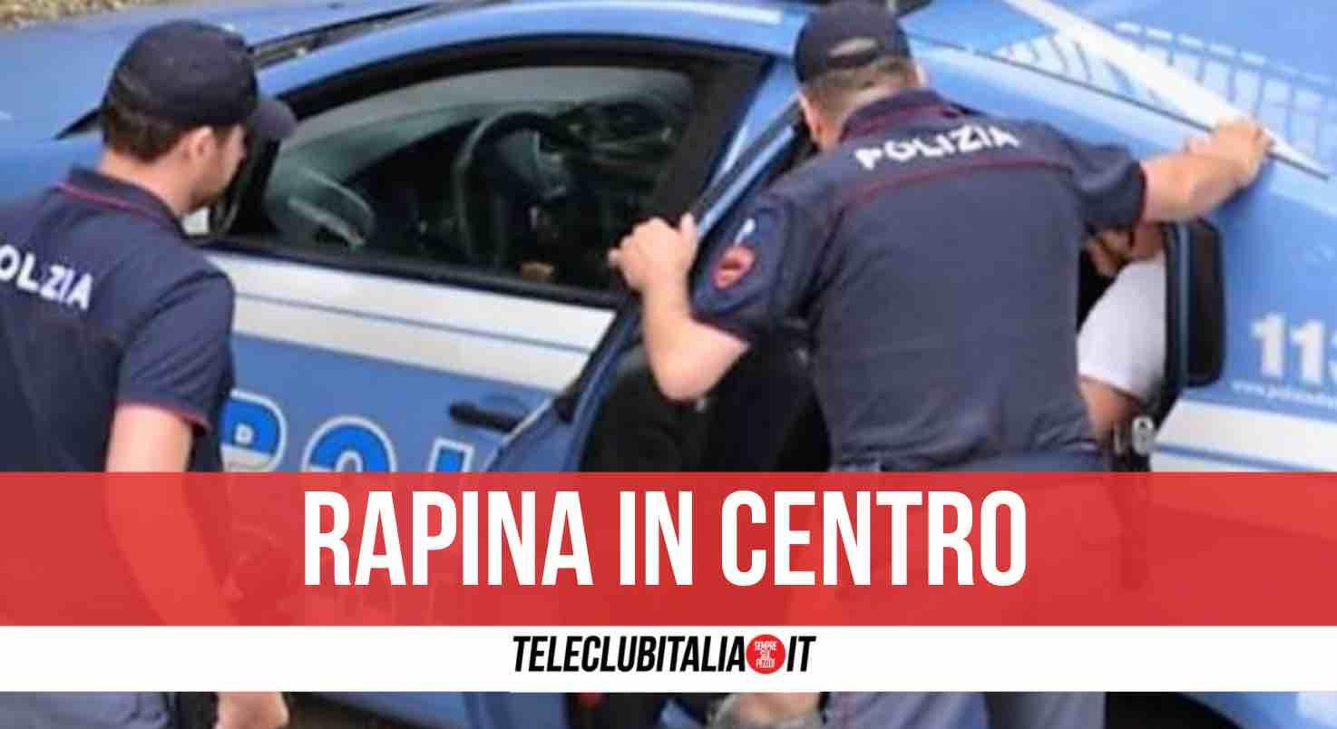 rapina napoli poliziotti arresto